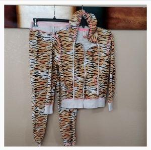 """Tiger Print Blk/Tan Hoodie """"Only"""""""